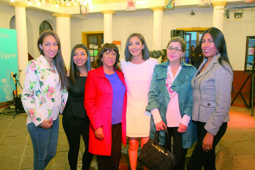 Milenka Pino, Vania Quinteros, Betty Quinteros, Erika Pino, Anabela Flores y Miriam Quinteros.