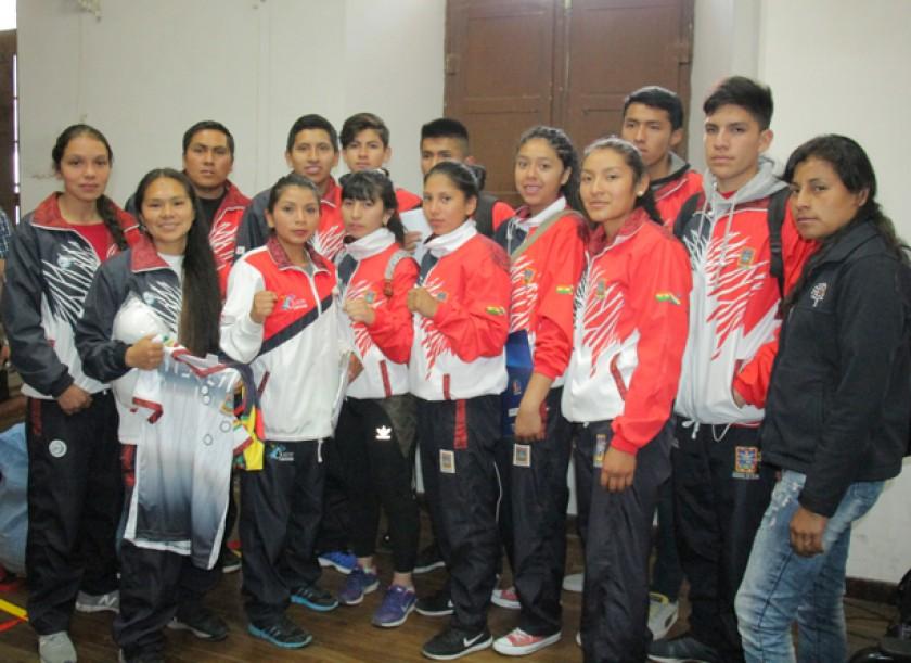 Parte de la delegación chuquisaqueña que este domingo participará del Sudamericano en Chile.