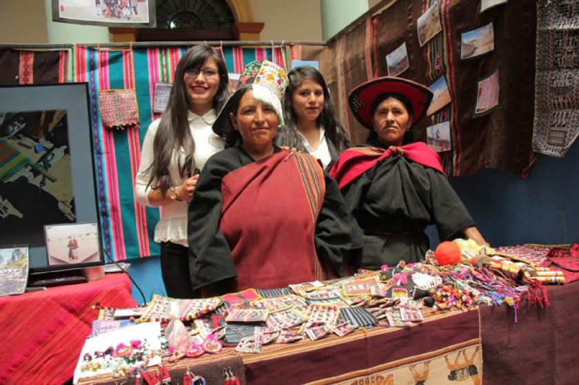 PICILY. La carrera de Turismo presentó una feria con invitados de la cultura Yampara.