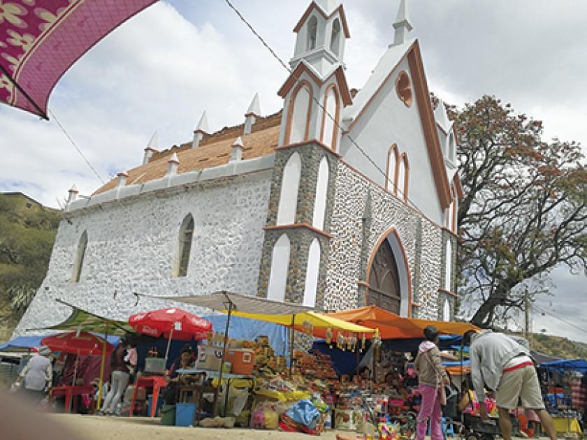 CONSTRUCCIÓN. La capilla antigua fue restaurada en su fachada.