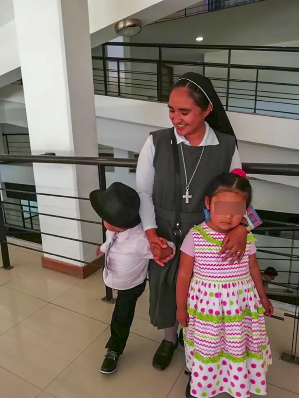 En el hogar Poconas (Sucre), dos niños ya adoptados esperan la conclusión del trámite legal en un juzgado local.