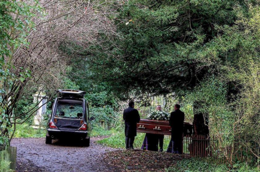 Oficio de enterramiento en el cementerio londinense de Highgate.