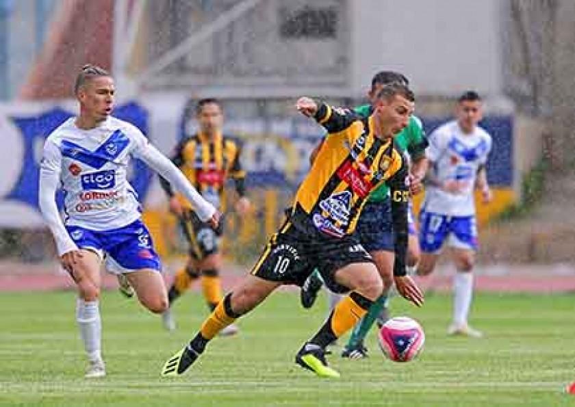 Escóbar no pudo evitar la caída de su equipo ante San José en su visita a Oruro.