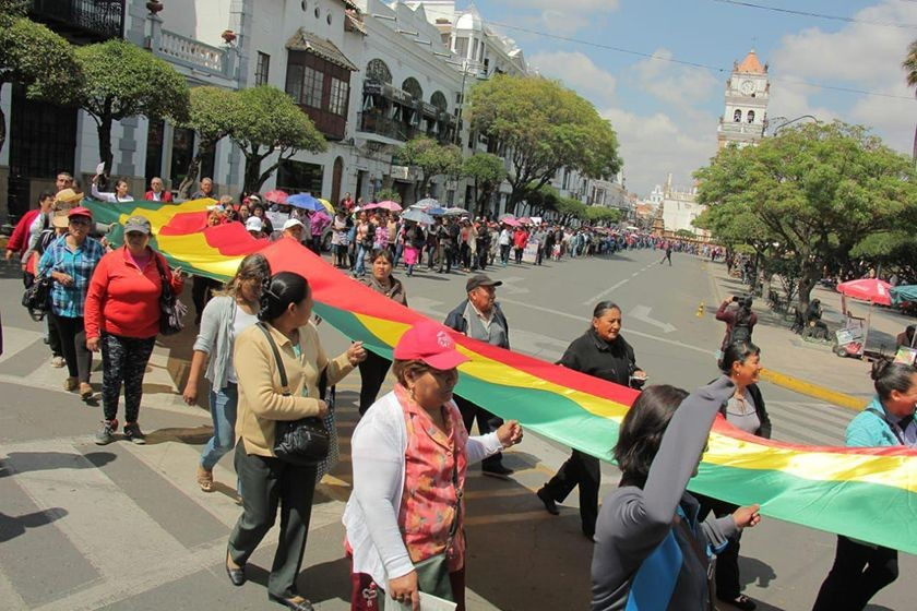 La marcha en respeto del 21F y de la democracia hoy, en Sucre. FOTOS: José Luis Rodríguez