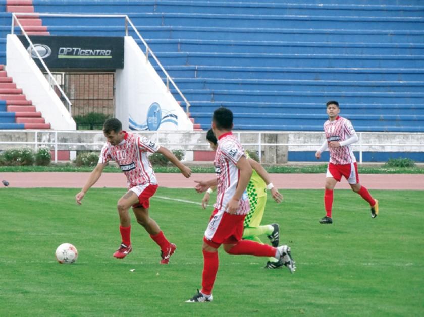 "Esteban Rodríguez (i) fue el autor de los goles del triunfo del ""Inde""."