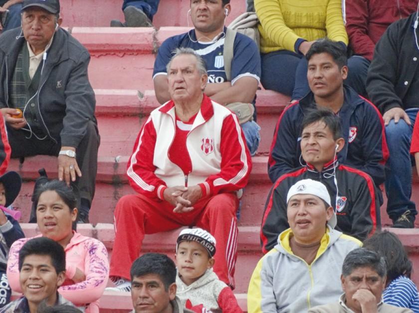 Esta persona demostró que para vivir la pasión del fútbol no hay edad.