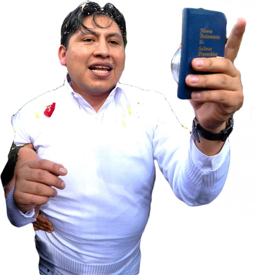 JUSTICIA. El médico Jhiery Fernández cuando salía de la cárcel San Pedro de La Paz.