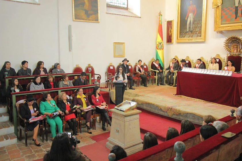 La distinción a 18 mujeres por el Día de la Mujer Boliviana. FOTO: José Luis Rodríguez