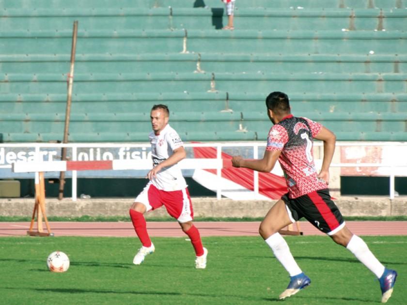 Independiente (arriba) e Industrial Avilés encabezan la tabla del grupo.