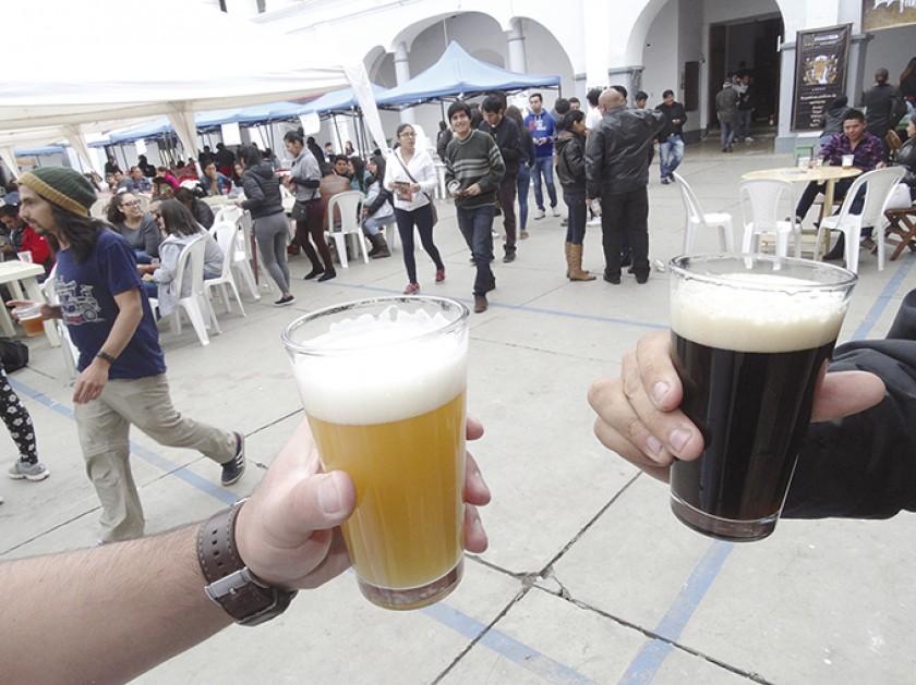 ÉXITO. La población capitalina disfrutó de música, baile, gastronomía y diversos tipos de cerveza en la segunda versión