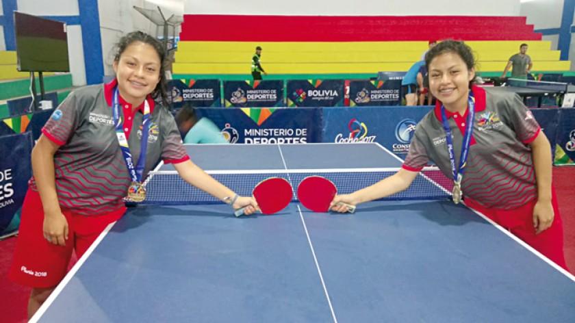 El tenis de mesa le regaló a Chuquisaca tres medallas, una de oro conseguida por las hermanas Fernández