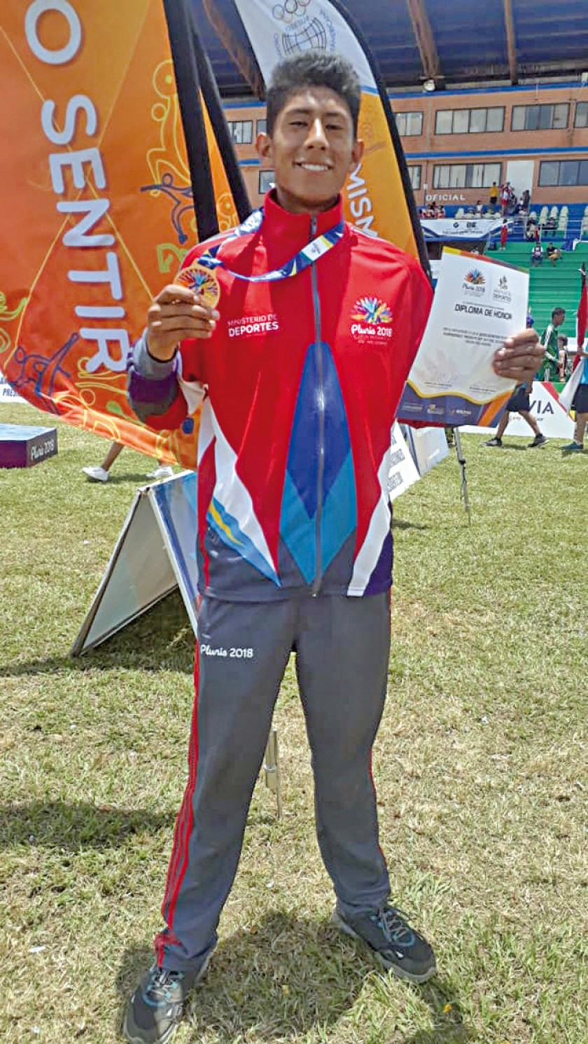 Marco Arciénega se colgó el bronce en 110 mts.