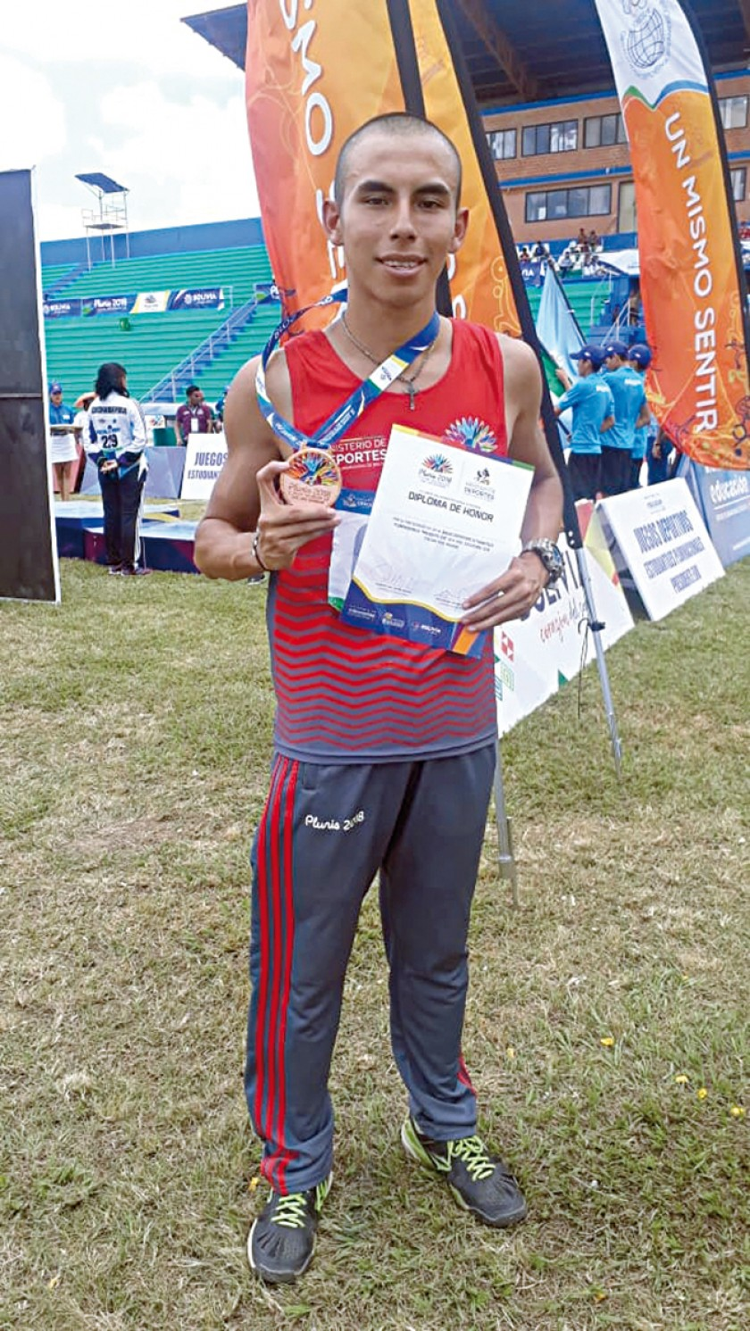 Miguelangel Ortuste fue tercero en salto largo.