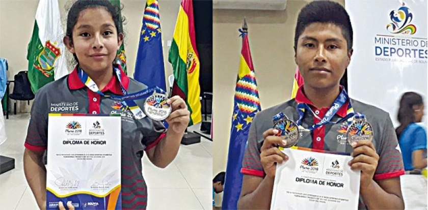 Nathalia Bustillos (i) y Carlos Ávila se colgaron medallas de plata ayer, en la última jornada de competencia del ajedre