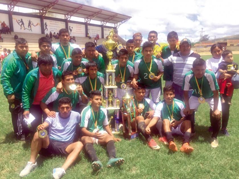 Los mejores del torneo llevaron trofeos y medallas a casa.
