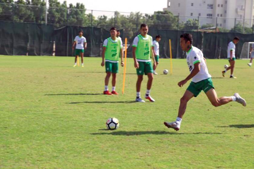 La selección boliviana de fútbol  se concentró en la práctica de ayer en mejorar el volumen de ataque.