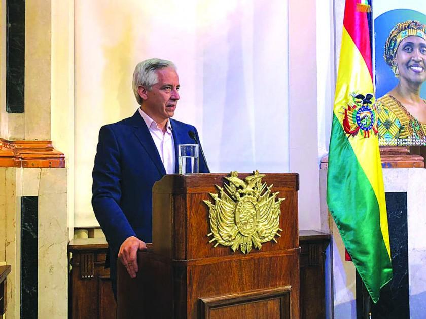 García Linera pide paciencia y sigue el debate sobre el doble aguinaldo