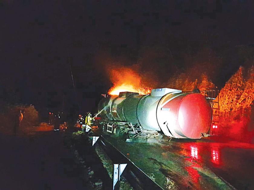 Evitan tragedia al controlar incendio de carro cisterna