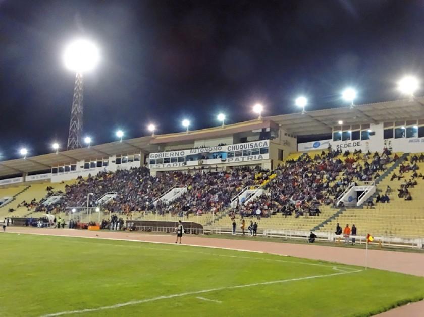 El estadio Patria volvió a poblarse después de mucho tiempo.
