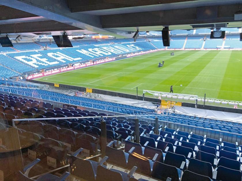 Decenas de personas hacen cola para visitar el estadio Santiago Bernabéu donde este domingo se jugará la final.