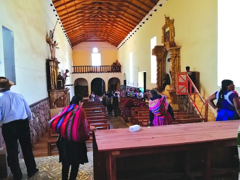 VISITA. El interior del mausoleo de Tomás Katari y una vista del Templo de Quila Quila tras la entrega provisional,