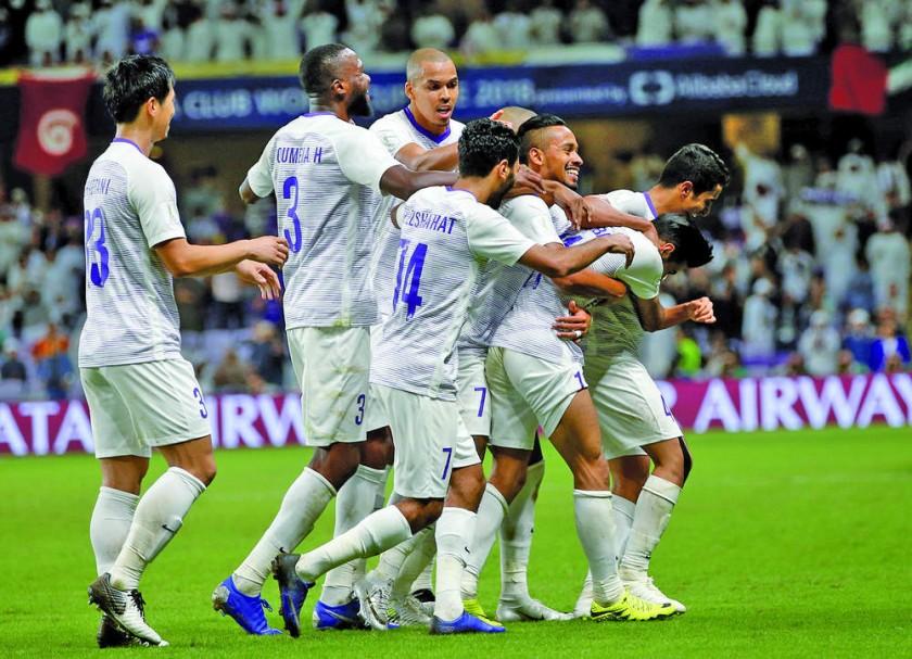 Los festejos de los jugadores Al Ain y Kashima Antlers después de ganar sus respectivos partidos.