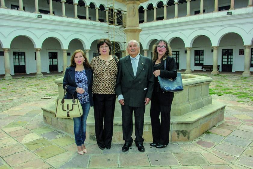 Eneida Barrios, Lucía Alvarado, Dr. Jaime Ampuero y Elizabeth López.