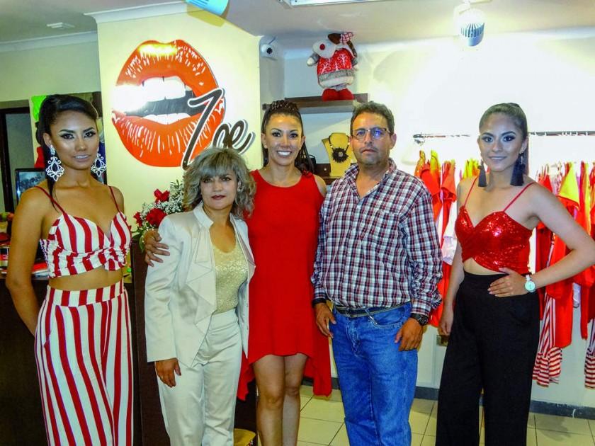 Cecilia Prieto, Ivana Sayuri, Carla Molina, Gonzalo Poppe y Evelin Señoranis.
