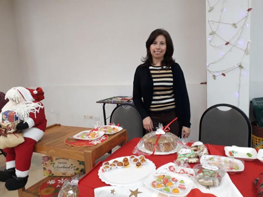 EMPRENDIMIENTOS. Pilar Arduz Ramos, de Pastelería Matías, posa junto a los manjares que prepara.