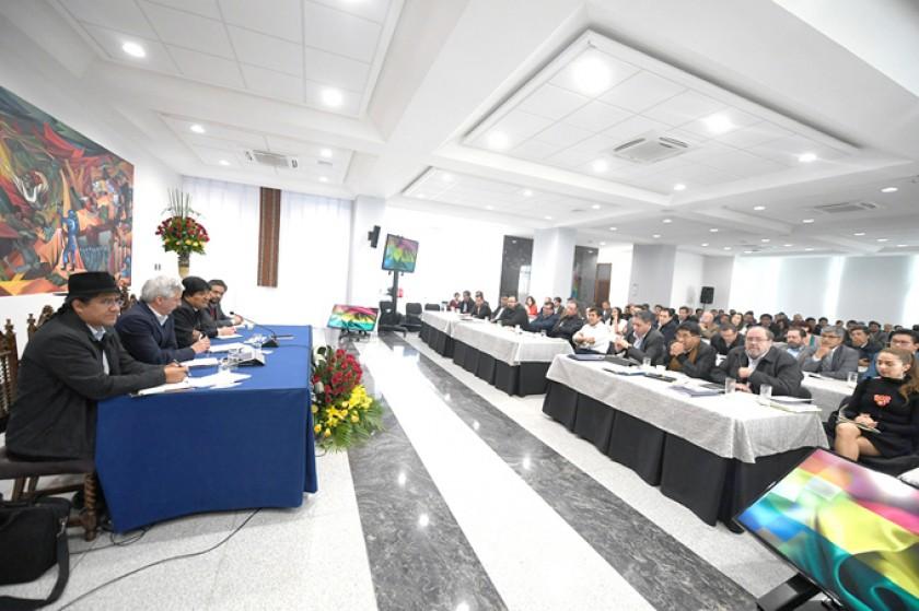 CASA GRANDE DEL PUEBLO. La cita realizada ayer en la nueva sede del Ejecutivo.A