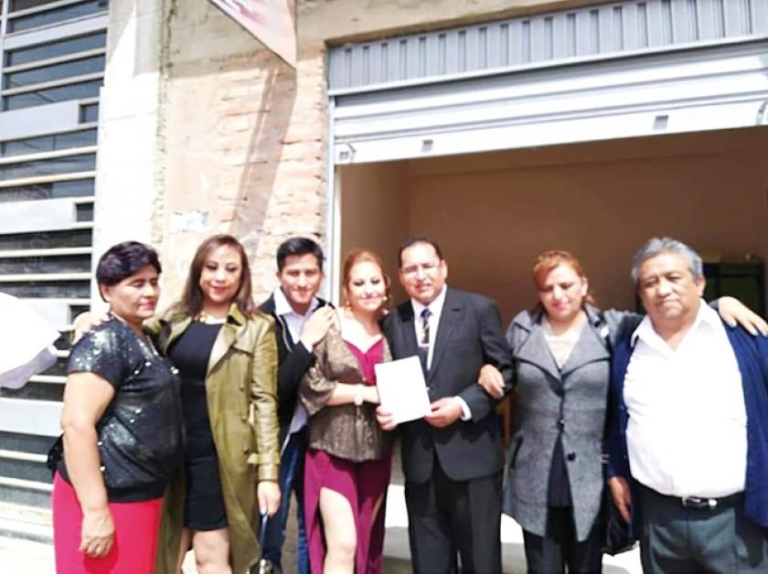 Tina Barriga, Tatiana Serrano, Alejandro Serrano, Paola Serrano, Christian Ayaviri, Verónica Serrano y Néstor Serrano.