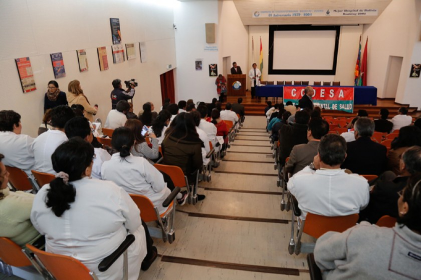LA PAZ. El sector salud reunido en la Sede de Gobierno, en medio de denuncias de infiltrados.