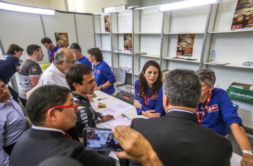 La organización del Dakar no le permitió a Juan Carlos Salvatierra la verificación administrativa.