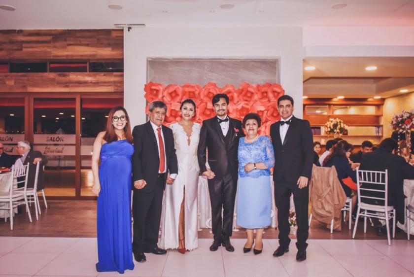 Los novios y la familia Pórcel Molina: Faviola Pórcel, Favio Pórcel (padre), Rosa Pórcel, Iván Salinas, Carmen Rosa Moli