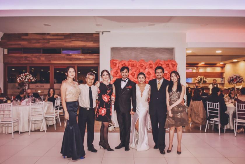 Los novios y la familia Salinas Ovando: Noelia Salinas Ovando, Javier Salinas  Rodríguez (padre), Nolly Doria Medina de