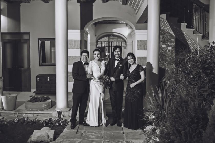 Novios y Padrinos de la ceremonia religiosa: Abdón Pórcel, Rosa Pórcel, Iván Salinas y Vivian Vargas de Pórcel (Hotel Sa