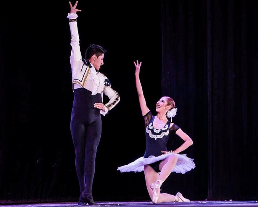 Miguel Ángel Quevedo y Ana Belén Arancibia, interpretando un fragmento de la coda de la obra Don Quijote.