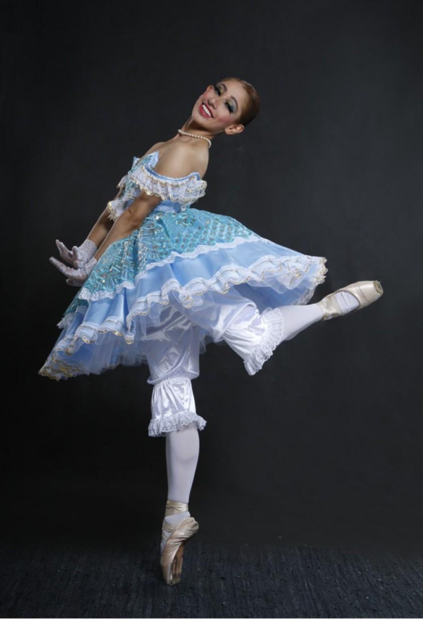 Ana Belén Arancibia caracteriza a Coppélia, la muñeca.