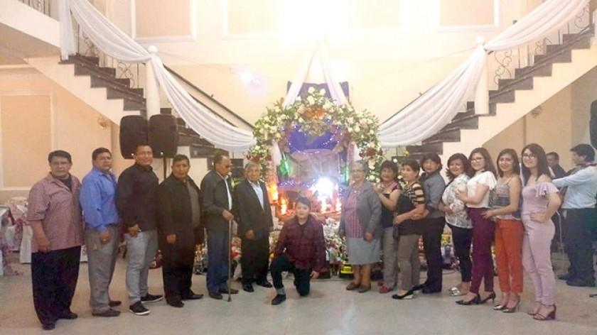 La familia pasante Poveda-Guarachi.
