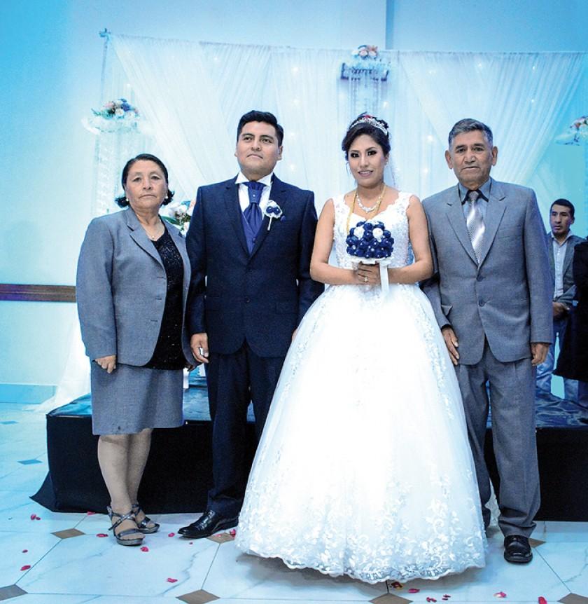 Con los Padrinos de Religioso: Leonor Murillo,  José Luis Machaca, Indira Murillo, Héctor Fernández