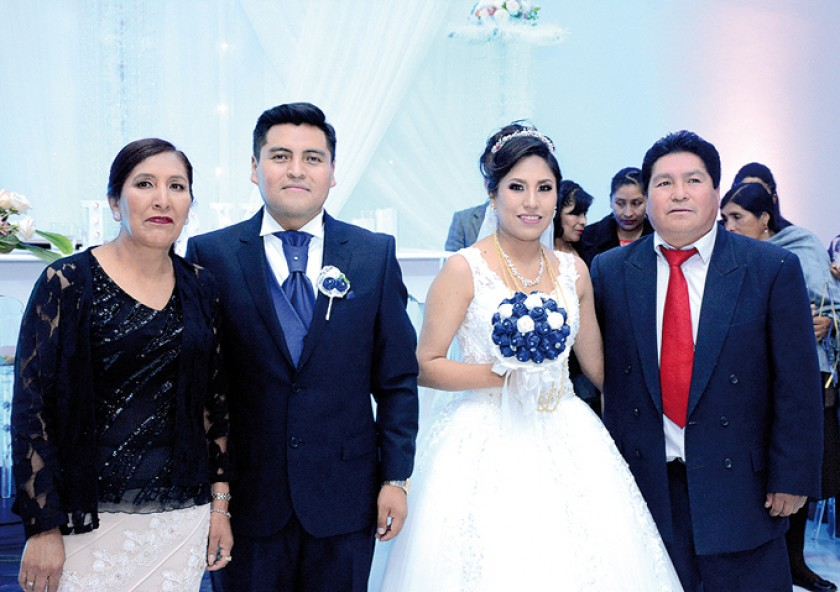 Con los padres de la novia: Victoria Poquechoque, José Luis Machaca, Indira Murillo, Edwin Murillo.