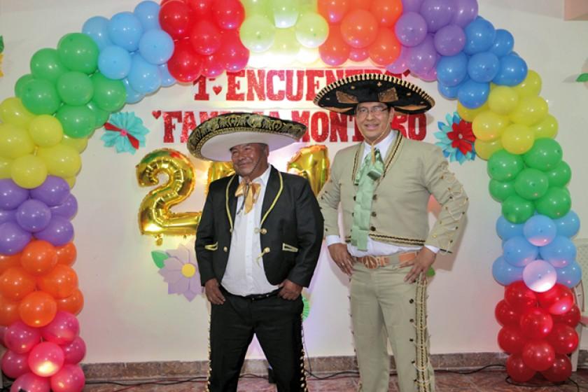 Los mariachis, Víctor Montero Barrón e Hilarión Montero Irala.