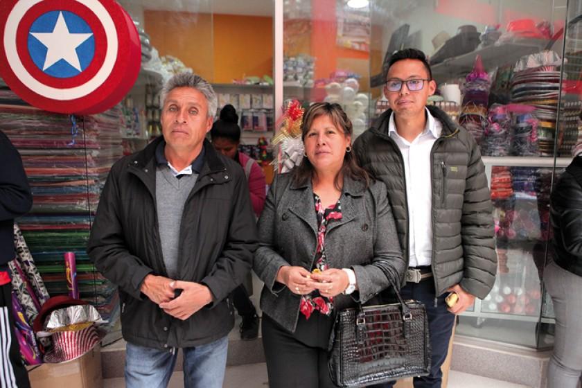 Rodolfo Vargas, Fabiola Flores y Marcelo Vargas.