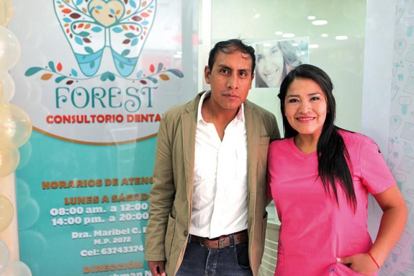 Gonzalo Flores y Maribel Cutipa, del Consultorio Dental Forest.