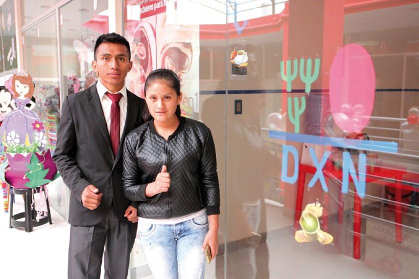 Productos Orgánicos DXN: Santos Valeriano y Lílian Vargas.