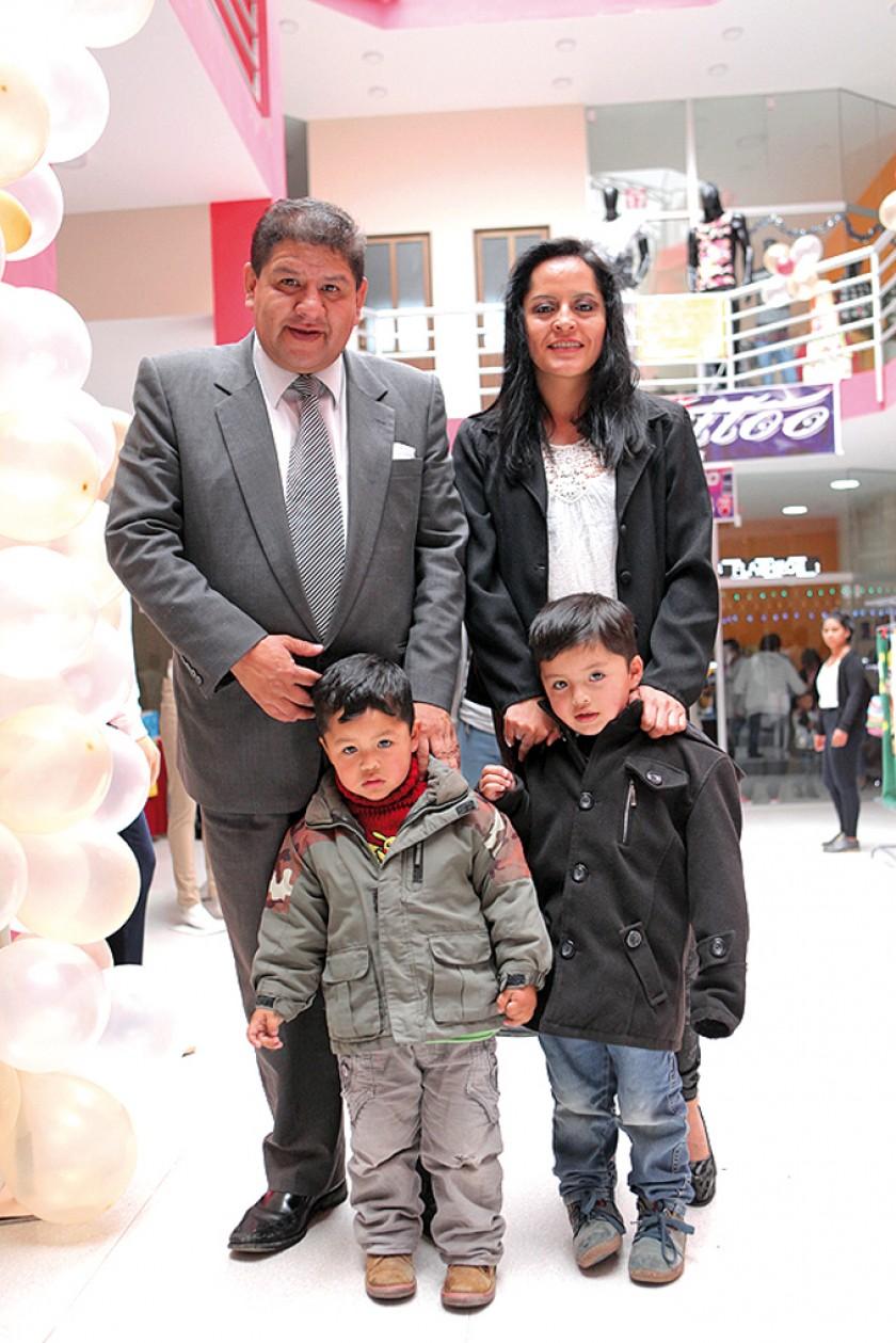 Marco Daza, Patricia Andrade, Matías Daza y Logan Daza.