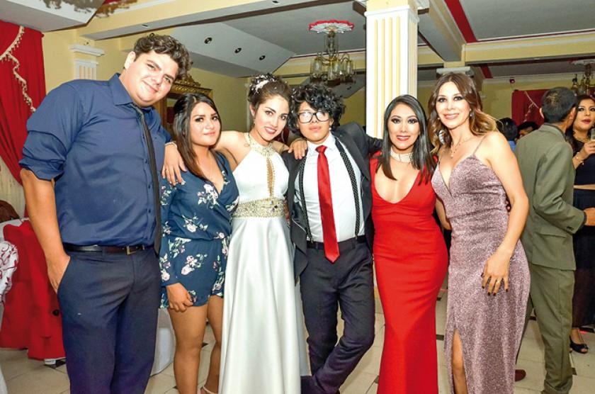 Jorge Fraija, Nicol Tangara, Michelle Yutronic,  José Ignacio Calsina, Tamara Calsina y Carla Giovana Ayala.