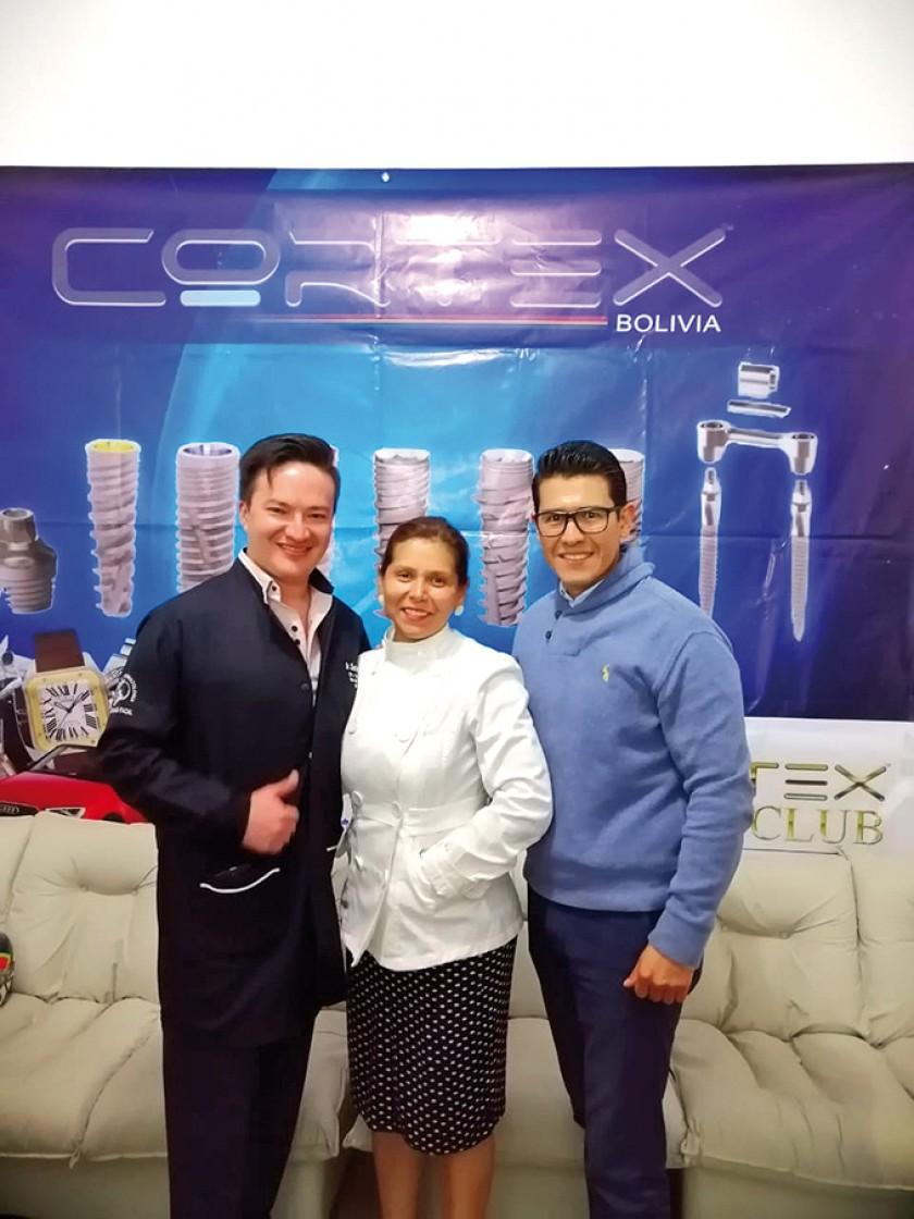 Dr. César Carrera (Ecuador), Dra. Carla Enriques y Dr. Edson Limón.