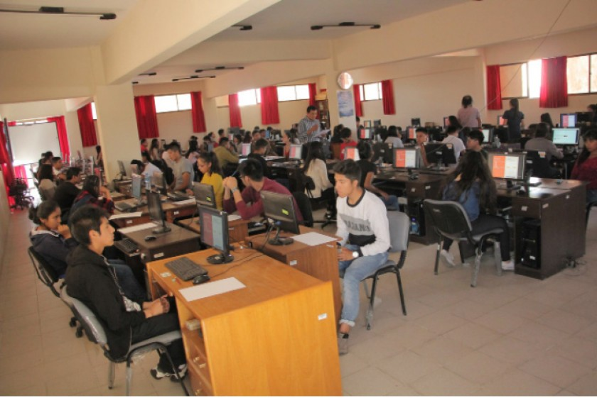 EXAMEN. Desarrollo del examen en la facultad de Tecnología.