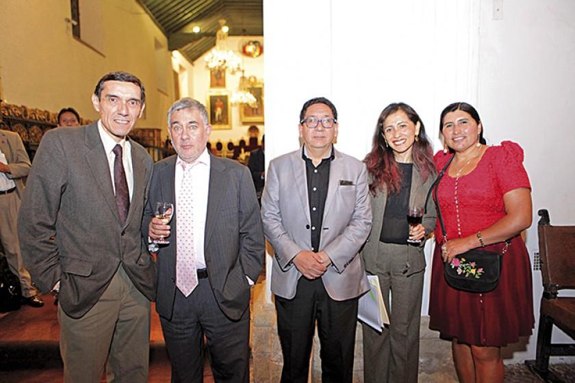 Oscar Díaz Arnau, Arturo Yáñez, Yuvert Donoso, Raykha Flores y Nélida Sifuentes.